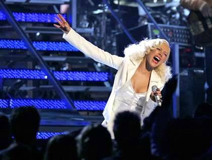 Christina Aguilera singing James Brown song at Grammys, 2007