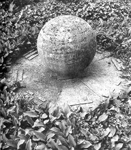 Richard Wilhelm's grave. Note the eight I Ching trigrams.